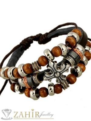 Тъмнокафява кожена гривна с ръчно низани дървени и метални еленти, регулираща се дължина - MG1108