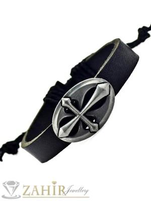 Черна кожена гривна с метална плочка с кръст, регулираща се дължина - MG1119