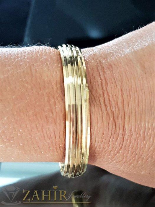 Класическа отворена гривна от стомана с гравирани елементи,диаметър 6 см, златно покритие - G1706