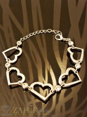 Романтична гривна с 5 метални сърца и бели кристали, платинено покритие - 18 +5 см - G1662