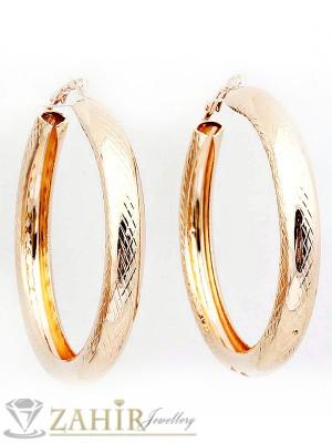 Олекотени масивни 6,5 см халки гравирани със златно покритие - O2068