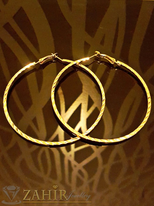 Елегантни нежни гравирани халки, фасетирани, златно покритие, диаметър 6,5 см - O2086