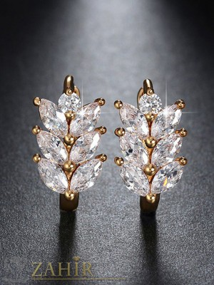 Нежни обеци - 2 см с блестящи кристали, златно покритие, английско закопчаване - O2104