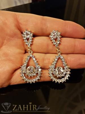 Изящно изработени висящи обеци 5 см с красиви бели кристали, златно покритие на винт - O2146