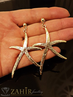 Красиви висящи гравирани морски звезди обеци 6 см, златно покритие на винт - O2149