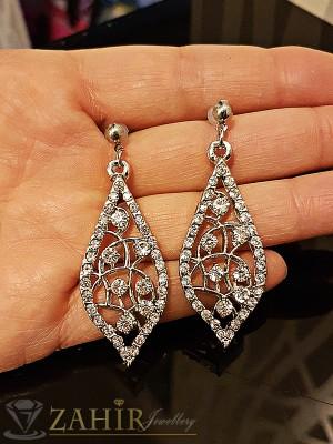 Изящно изработени висящи обеци 5 см с красиви бели кристали, платинено покритие на винт - O2157