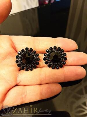Малки черни обеци - 2 см с фасетирани черни кристали, на винт - O2162