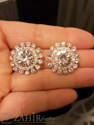 Стилни обеци цвете 2,5 см с нежни бели кристали, розово златно покритие, на винт - O2255