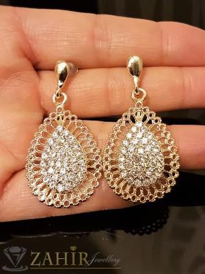 Красиво изработени висящи обеци 4, 5 см с бели кристали, златно покритие, на винт - O2265