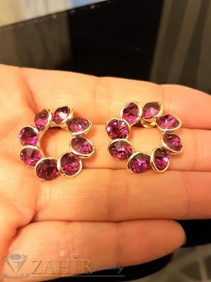 Блестящи обеци 2,3 см с фасетирани виолетови кристали, златно покритие, на винт - O2284