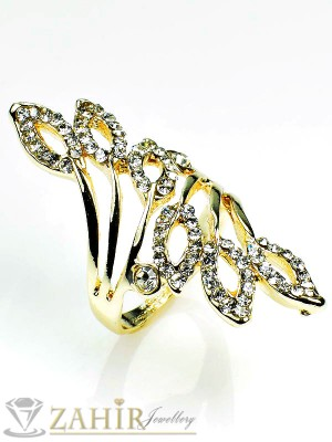 Екстравагантен пръстен с бели кристали и златно покритие - P1384