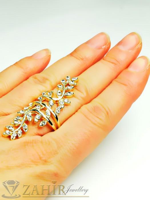 Екстравагантен масивен пръстен с бели кристали и златно покритие - P1385
