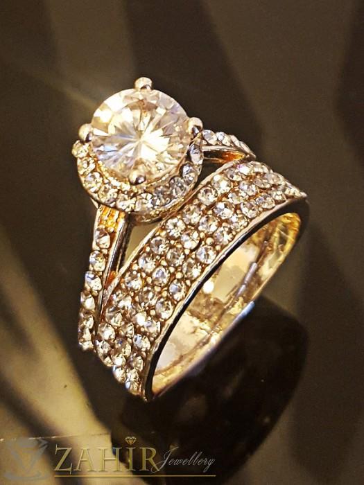 Класически двоен пръстен с красив голям циркон, бели кристали и златно покритие - P1389