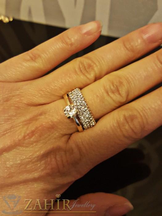 Класически двоен пръстен с красив циркон, бели кристали и златно покритие - P1390