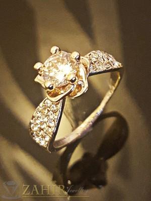 Романтичен пръстен с цвете циркон, бели кристали и златно покритие - P1395