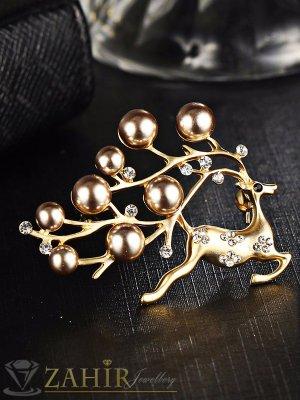 Изящна брошка 5 см с елен и златисти перли, матово златно покритие - B1082