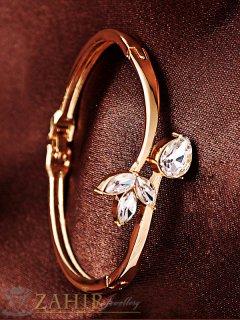 Стилна бенгъл гривна с 3 бели кристала, златно покритие, стандартен размер - G1921