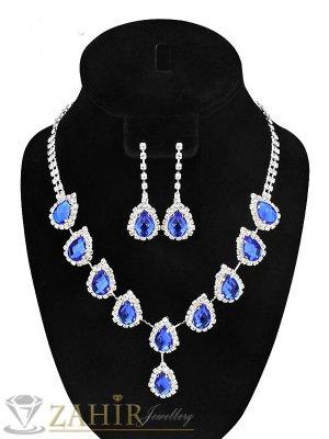 Стилен комплект с изкрящи сини кристали, колие 50+8 см с висяща част 4,5 см, обеци 4,5 см, сребърно покритие - KO1780