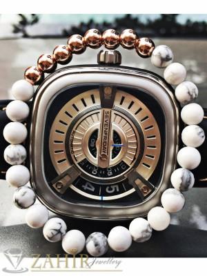 Ластична гривна от 4 цвята от бял хаулит 8 мм и метални елементи - MA1046