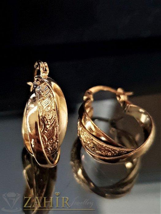 Изящно изработени гравирани позлатени халки 2 см, олекотени, английско закопчаване - O2408