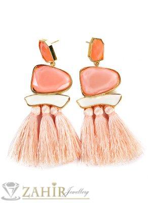 Актуални 9 см обеци с млечно розови пискюли и млечно розови кристали, златно покритие на винт - O2429