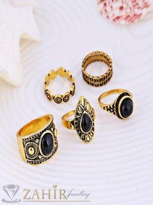 Атрактивен комплект от 5 гравирани пръстена с черни камъни, старинно златно покритие - P1450
