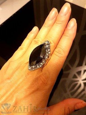 Масивен пръстен с голям черен кристал, циркони и златно покритие - P1456