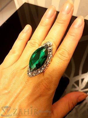 Масивен пръстен с голям зелен кристал, циркони и златно покритие - P1457