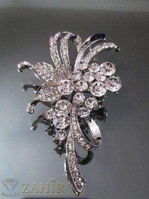 Великолепна брошка кристален букет дълга 6 см, широка 4 см с бели кристали и сребърно покритие - B1099