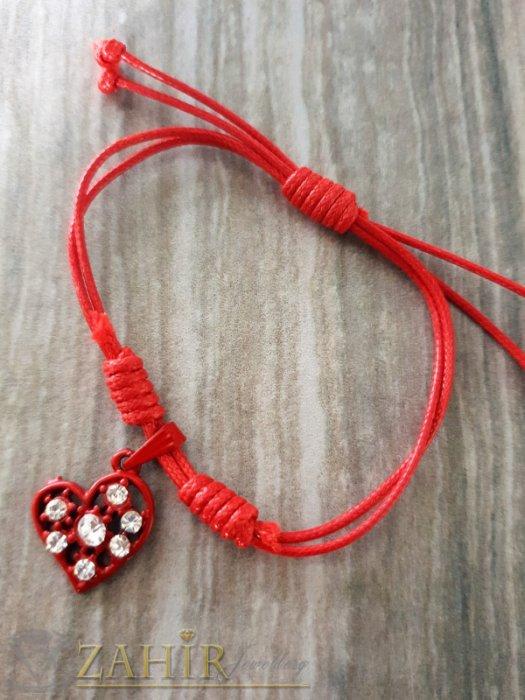 Червено сърце с кристали на червена регулираща се гривна от ваксова корда - E1016