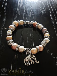 Елегантна ластична гривна 18 см с естествени речни перли, висулка слон и метални елементи - G1947