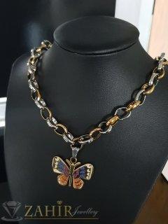 Неустоим двуцветен дамски ланец в два размера с висулка рисувана пеперуда 3,5 см - K1896