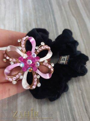 Розово метално цвете с кристали на черен велурен ластик - LK1089