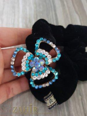 Светло синьо метално цвете с кристали на черен велурен ластик - LK1090