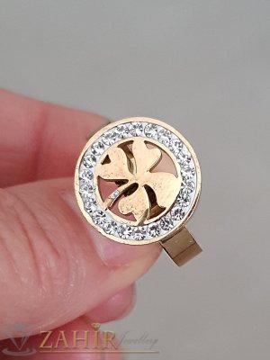 Висококачествен стоманен пръстен с кристали и лазерно изрязана детелина, златно покритие - P1480