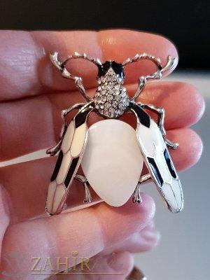 Превъзходна брошка бръмбар 5 на 4 см с голям бял седеф и бели кристали, стоманена основа - B1110
