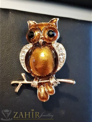 Стилна бронзова брошка сова - талисман 4 на 2 см, цветен емайл и бели кристали, златно покритие - B1122
