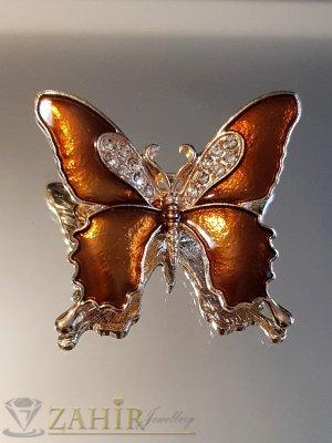 Бронзова емайлирана брошка пеперуда 3 на 4 см с бели кристали и златно покритие - B1130