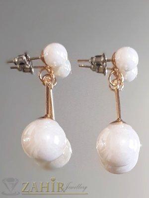 Разкошни висящи обеци 4 см със седефено бели перли, златно покритие, на винт - O2569