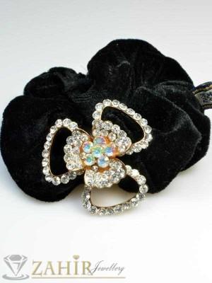 Черен велурен ластик с цвете от бели кристали - LK1009