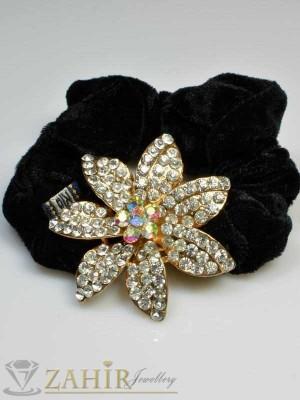 Черен велурен ластик с цвете от бели кристали - LK1018