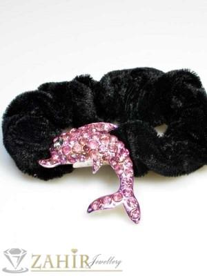 Черен велурен ластик с делфин от розови кристали - LK1019