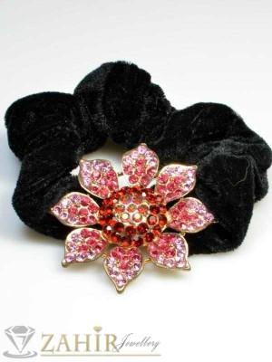 Черен велурен ластик с цвете от червени кристали - LK1021