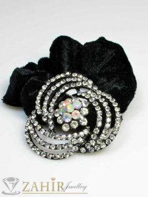 Черен велурен ластик с цвете от бели кристали - LK1025