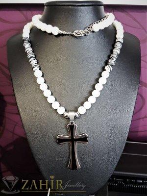 Бяла броеница от ахат 8 мм, дълга  65+5 см с висулка кръст от неръждаема стомана - 5 см - MK1101