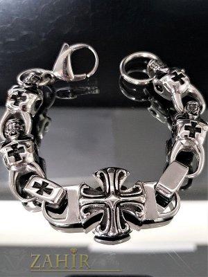 Вечна непроменяща цвета си стоманена гривна 23 см с черепи и рицарски кръст, широка 1,5 см- GS1032