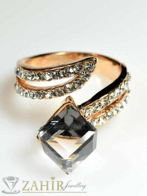 Елегантен пръстен графитен куб с циркони и златно покритие - P1263