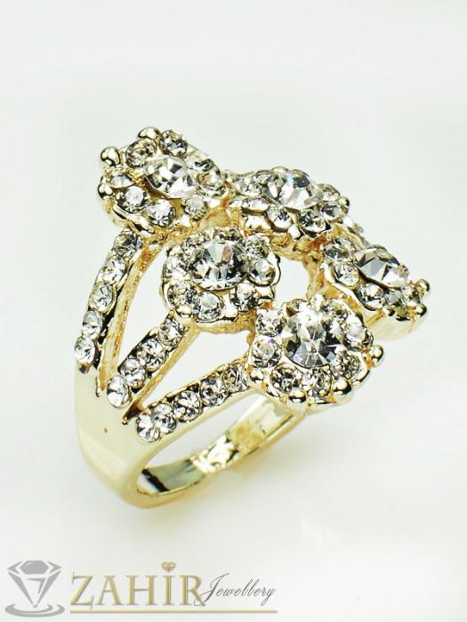 Блестящи бели кристални цветя на нежен пръстен със златно покритие - P1340