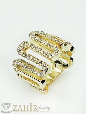 Изящна изработка пръстен с бели кристали и златно покритие - P1351