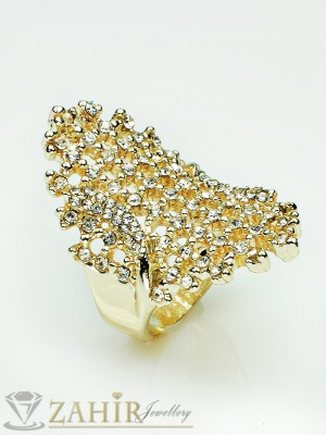 Великолепен пръстен с много бели кристали и златно покритие - P1352